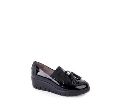 Zapato mujer charol negro borlas