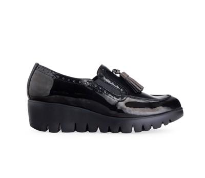 Zapato mujer charol negro elásticos borlas