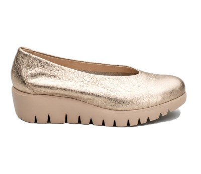 Zapato mujer piel metalizada platino con cuña extraligera