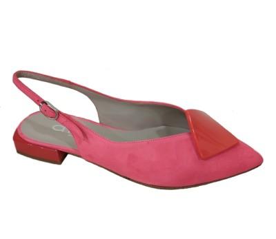 Zapato salón destalonado en ante color coral con adorno y tacón tecnológico al tono