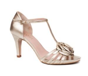Zapato peeptoe mujer piel laminado cava plataforma fina y tacón bottier