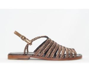 Sandalia plana piso de suela, trenzado metal color cobre