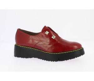 Zapato abotinado mujer piel acapulco rubí tachas