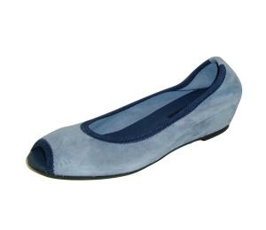 Zapato abierto mujer ante azul cuña