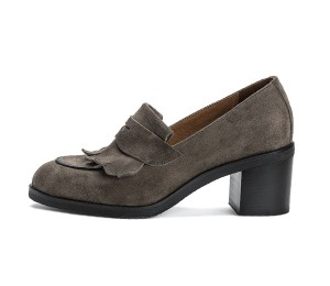 Zapato mujer serraje visón flecos