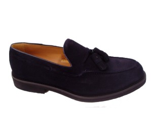 Zapato serraje marino con adorno de pasados y borlas con piso extra light
